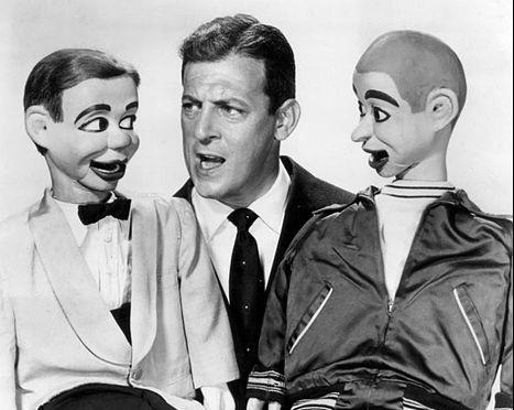 Paul Winchell con dos de sus muñecos