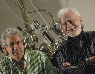 PM Echenique (izq.) y Heinrich Rohrer en DIPC (2007)