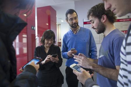 Ana Sánchez  y José Miguel Blanco con algunos de sus alumnos.